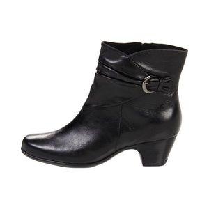 Clark's Leyden Crest Black Leather Booties